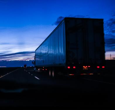 2ª Turma do TST tem decidido que pernoite em caminhão não é caracterizado tempo à disposição do empregador