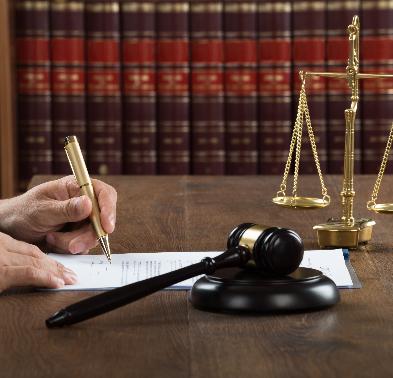 Justiça do Trabalho de MG afasta responsabilidade do empregador por acidente de automóvel de trabalhadora que não exercia atividade de risco