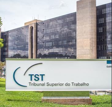 Não há direito adquirido à incorporação de gratificação de função recebida por mais de 10 anos, decide 4ª Turma do TST